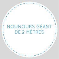 Nounours géant de deux mètres écrit en bleu sur un font blanc, en cercle